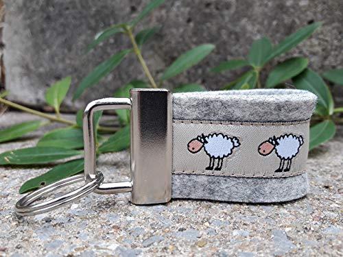 Schlüsselanhänger Taschenbaumler Wollfilz hellgrau Webband Webband Schafe weiß schwarz beige.