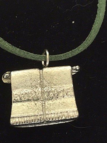 Giftsforall TG86 Halskette aus feinem englischen Zinn auf einer 45,7 cm langen grünen Kordel