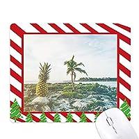 海の砂のビーチでパイナップル椰子の木の海の写真 ゴムクリスマスキャンディマウスパッド