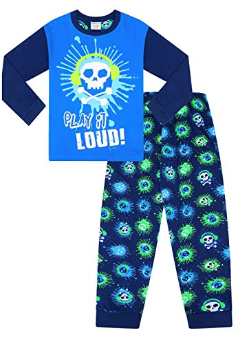 Jongens spelen het luid schedel koptelefoon lange blauwe pyjama's
