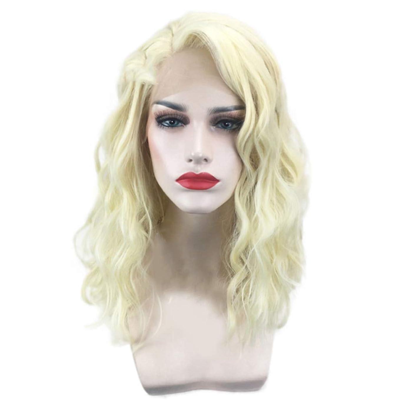 優れたヘルシー潜在的な女性のための短い巻き毛のかつらゴールドウェーブヘアかつら自然に見える耐熱合成ファッションかつらコスプレ気質