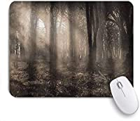 KAPANOU マウスパッド、太陽光線と霧の暗い森ヴィンテージノスタルジックな色ファンタジーアート おしゃれ 耐久性が良い 滑り止めゴム底 ゲーミングなど適用 マウス 用ノートブックコンピュータマウスマット
