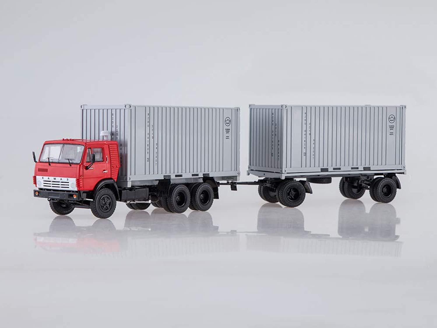 Start Scale Models KAMAZ-53212 Container Truck with Container Trailer GBK-8350  rot-Weiß