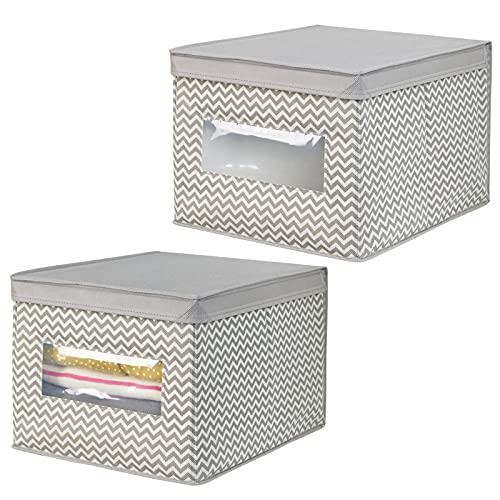 mDesign Juego de 2 cajas organizadoras de tela de polipropileno – Organizadores para armarios con tapa y ventana – Caja para organizar ropa y armarios con diseño en zigzag – gris topo/crema
