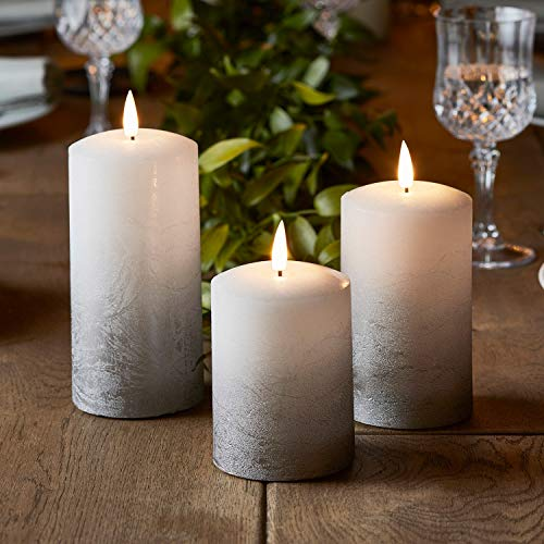 Lights4fun 3er Set TruGlow® LED Echtwachskerzen Silber Ombre Kerzen mit warmweißer LED Flamme Timer batteriebetrieben