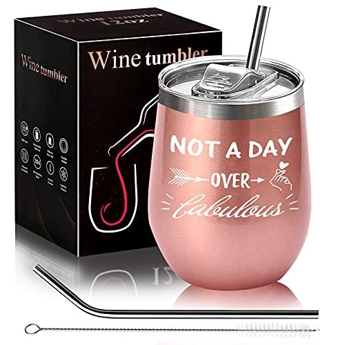 Vaso de vino con tapa y pajita de acero inoxidable con texto en inglés «Not a Day Over Fabulous» - Divertido regalo de vino para mejor amigo, mujer, esposa, madre, 12 onzas de oro rosa