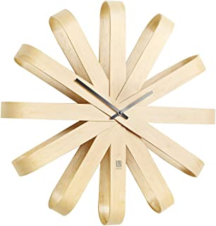 UMBRA Ribbonwood clock. Horloge murale silencieuse Ribbonwood. En bois naturel, aguilles noires. Dimension 51.4cm de diamè...