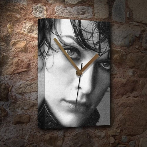MILLA JOVOVICH - Canvas Clock (A5 - Signed by the Artist) #js001