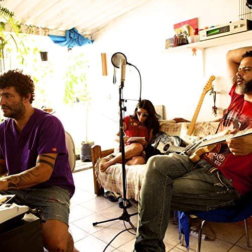 Sala da Toscaria feat. Brisa Flow, Leonardo Mendes & Marietta