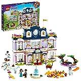 LEGO Friends Grand Hotel di Heartlake City, Casa delle Bambole per Bambini con 4 Mini Bamboline e Accessori Stagionali, 41684