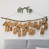 Vegan Box Food Adventskalender mit 24 veganen Süßigkeiten und Snacks. Veganer Adventskalender. Weihnachtliche Papiertüten zum Aufstellen oder Aufhängen inkl. Hanfkordel und Holzwäscheklammern.