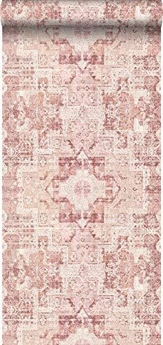 papel pintado pintura de tiza con textura eco alfombra Keilim de retazos vintage de Marrakech o de Ibiza rosa naranja melocotón - 148656 - de ESTAhome