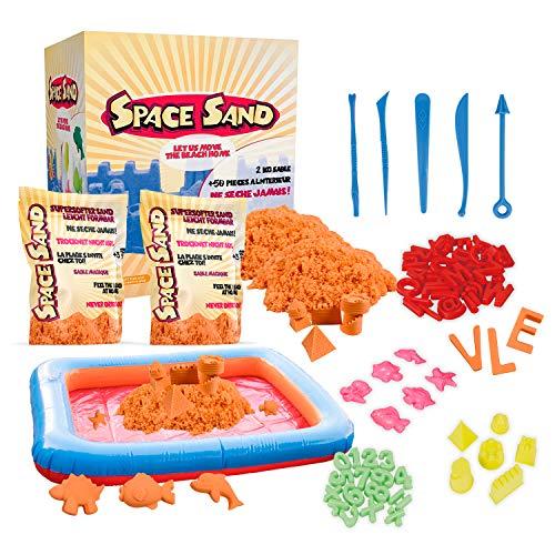 Space Sand 1.8 kg con 50 Piezas de Formas, números, Letras, Piezas de Castillos, Herramienta de Modelado, Arena mágica cinética, Probada por el TÜV, Modelo 2020 (1.8kg Naranja