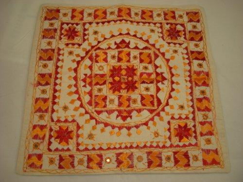 Goethnic Housse de coussin en coton faites à la main avec petits morceaux de miroirs brodés Motif rangoli Crème