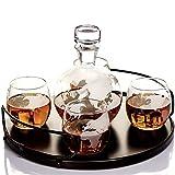 Whiskey Globe Dekanter Sets für Alkohol von Kemstood - Neueste große geätzte Weltkugel Dekanter für Männer und Frauen mit Holzsockel - Personalisiertes Geschenkset mit 4 Gläsern für Likör