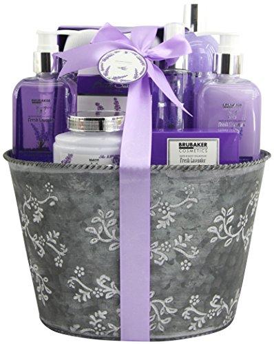BRUBAKER Cosmetics Bade- und Dusch Set Lavendel Duft - 9-teiliges Geschenkset im Vintage Pflanzkübel