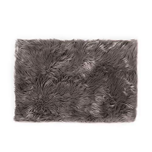 Lammfell-Teppich Kunstfell Schaffell Imitat | Wohnzimmer Schlafzimmer Kinderzimmer | Als Faux Bett-Vorleger oder Matte für Stuhl Sofa (Braun - 100 x 150 cm)