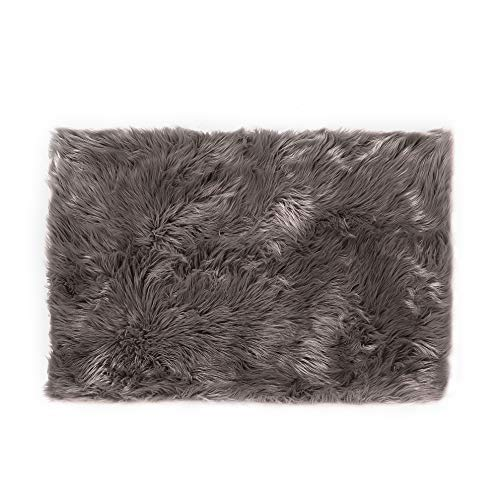Teppich Wölkchen Faux Sheepskin, Lambskin Fur Rug | Fluffy Rug for The Bedroom, Living Room or Nursery | Furry Carpet or Throw for Chairs, Stools and Couches | Brown - 40 x 60 cm - Rectangular