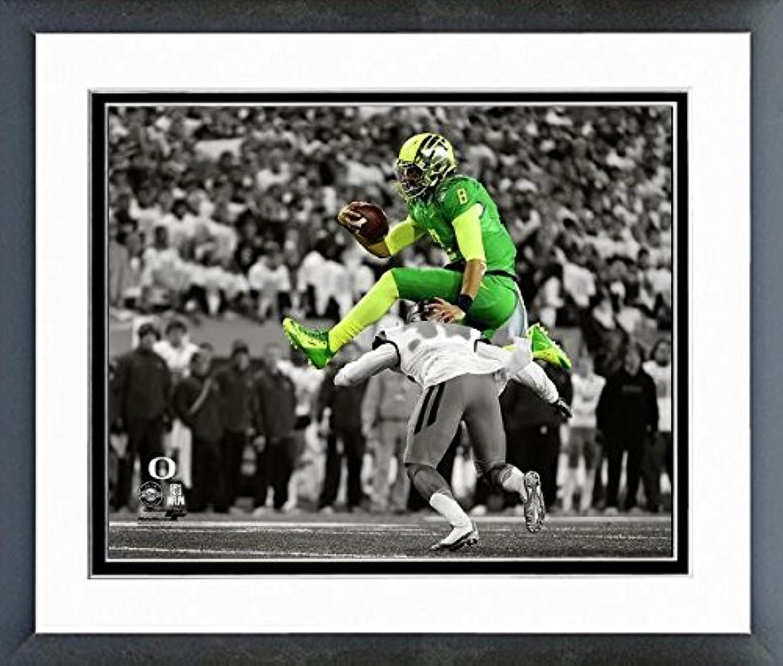 Marcus Mariota Oregon Ducks NCAA Football Action Photo (Size  12.5  x 15.5 ) Framed