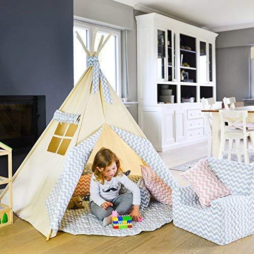 Tipi Infantil Zig Zag Azul Abitare Kids. Tienda de campaña infantil con 5 palos de madera, medidas 150x130 cm y espacio para 3 niños.