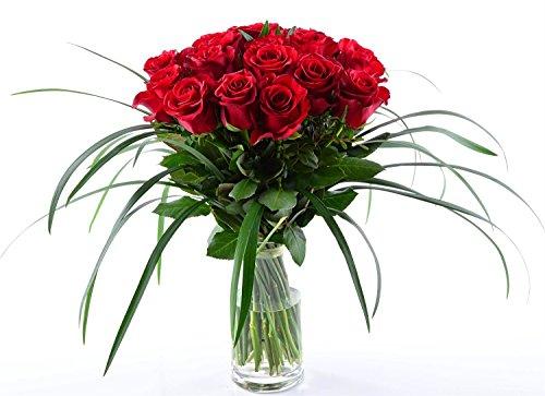 Blumenversand Deutschlandweit - 20 Stück Rote Rosen als Blumenstrauß mit Grässern arrangiert - Deutschlandweit versenden