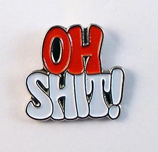 """Spilla di metallo smaltato con scritta in inglese """"Oh shit""""; parolaccia, imprecazione; colore rosso e bianco"""