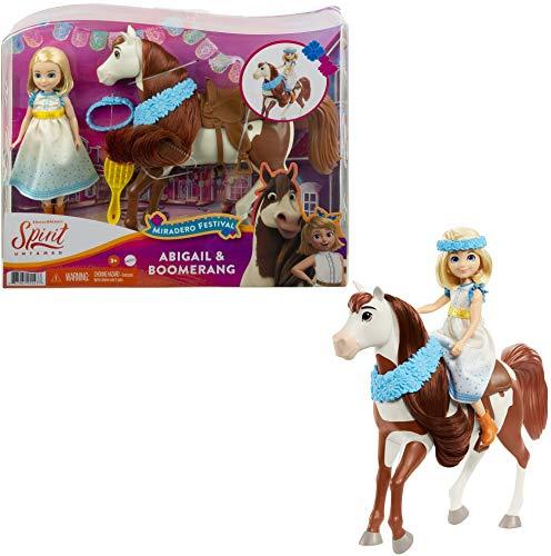 """DreamWorks Spirit GXF65 - \""""Spirit – frei und ungezähmt\"""" Miradero Festival Puppe Abigail (18cm) mit Kleid, Blumenkrone und Pferd Boomerang (20cm), Sattel und Bürste, Geschenk für Kinder ab 3 Jahren"""