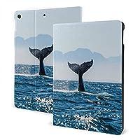 iPad 第7世代 ケース 10.2 インチ 海面 サメのしっぽ レザー スリムフィット シンプル 手帳型 スエード柔らかな内側 スタンド機能 オートスリープ 傷つけ防止 二つ折