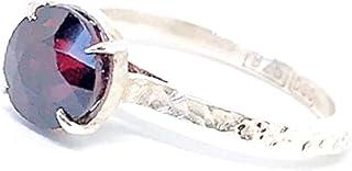Affascinante anello con prezioso Granato Spersatite da 8 mm x 8 mm e 3,95 carati, realizzato interamente a mano in argento...