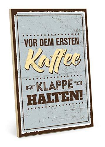 TypeStoff Holzschild mit Spruch – VOR DEM ERSTEN Kaffee, Klappe HALTEN – Grafik-Bild bunt, Schild, Wandschild, Türschild, Holztafel, Holzbild als Geschenk und Dekoration (19,5 x 28,2 cm)