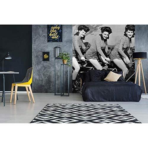 Vlies Fotobehang VROUWEN OP FIETS | Niet-Geweven Foto Mural | Wall Mural - Behang - Reusachtige Wandposter | Premium Kwaliteit - Gemaakt in de EU | 225 cm x 250 cm