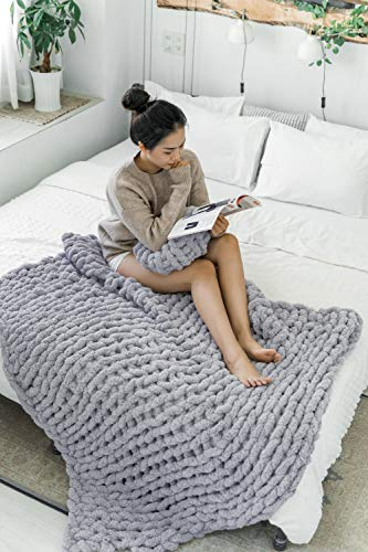 la Reine Chunky Knit Blanket Chenille - Bundle with Knitted Throw Pillow - Bulky, Soft, Fluffy, Oversized Cable Braided Hand Knotted Throw for Sofa, Gift for Her (Light Grey, 50'x60')