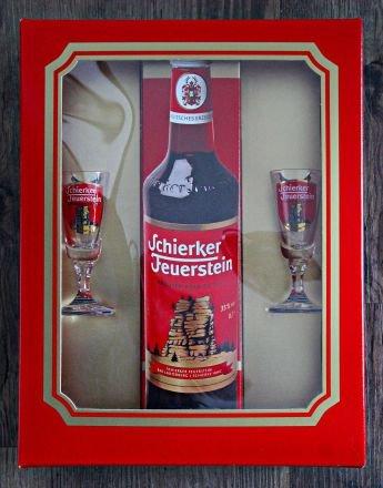Schierker Feuerstein 0,7l + 2 Stielgläser Präsent Packung De Luxe