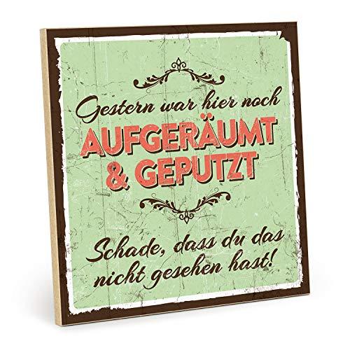 TypeStoff Holzschild mit Spruch – AUFGERÄUMT UND GEPUTZT - Shabby chic Retro Vintage Nostalgie deko Typografie Bild im Used-Look aus MDF-Holz (19,5 x 19,5 cm)