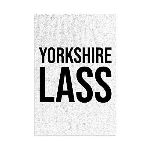 L&S PRINTS Yorkshire Lass - Toalla de playa de microfibra con diseño de rayas divertidas, color blanco
