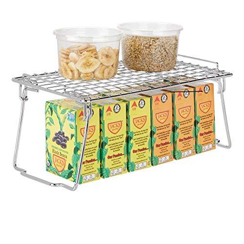 mDesign Estante apilable para almacenaje de cocina – Repisa metálica de cocina con patas plegables – Moderno organizador de armarios para la vajilla, latas de conservas y especias – plateado