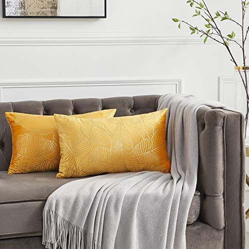 OMMATO Juego de 2 fundas de cojín rectangulares de color amarillo con hojas doradas decorativas de terciopelo para sofá, sala de estar de 30 cm x 50 cm