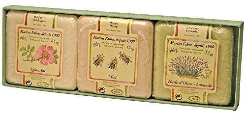 3 Savonnettes MARIUS FABRE panachées 3 x 100 g dans un étui, parfumées lavande, églantine et miel. Depuis 1900, la savonnerie Marius Fabre perpétue la fabrication traditionnelle du savon de Marseille