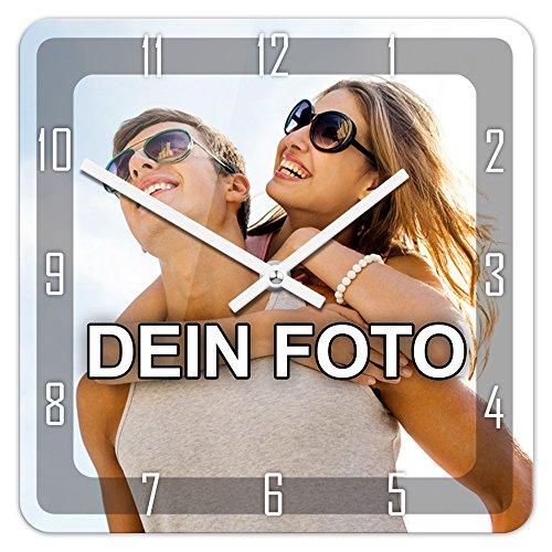 PhotoFancy® - Uhr mit Foto Bedrucken - Fotouhr aus Acrylglas - Wanduhr mit eigenem Motiv selbst gestalten (26 x 26 cm eckig, Design: Klassisch schwarz/Zeiger: weiß)