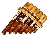 Flauta de pan de bambú, instrumento de música, de madera, artesanal. Zampoña de bambú. Flauta de pan. Flauta de pan