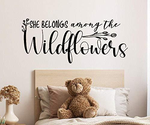 Pandro Adhesivo decorativo para pared, diseño de flores silvestres con texto en inglés 'She Belongs Among The Wildflowers' (45,7 x 106,7 cm), color negro