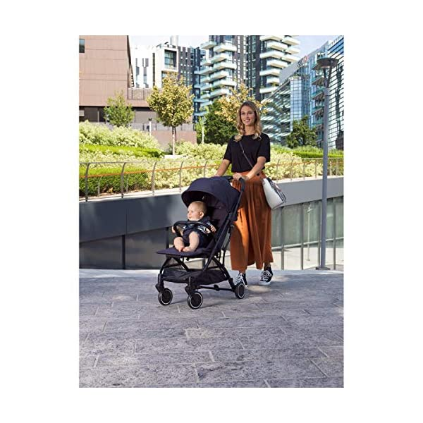 Chicco Trolley Chicco Trolley function to carry the stroller without lifting it Compact one-handed quick locking system, when closed stand alone Bumper sleeve with front opening for the child on the seat 6