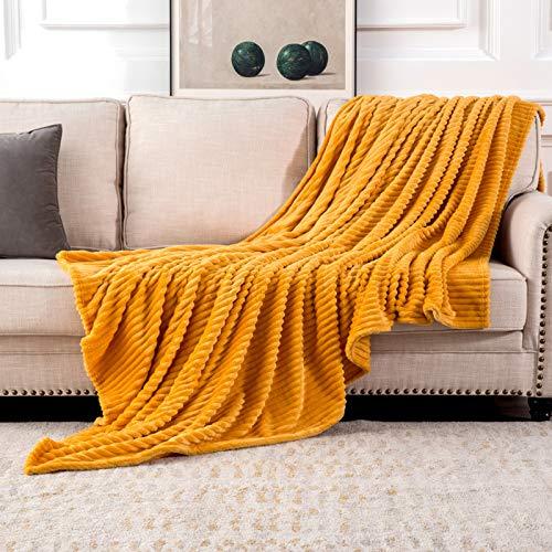 MIULEE Kuscheldecke Fleecedecke Flanell Decke Pompoms Einfarbig Wohndecken Couchdecke Flauschig Überwurf Mikrofaser Tagesdecke Sofadecke Blanket Für Bett Sofa Schlafzimmer Büro 127 * 153cm Orangegelb