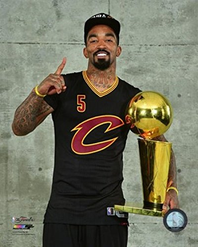 J.R. Smith with The NBA Championship Trophy Game 7 of The 2016 NBA Finals Photo Print (20,32 x 25,40 cm)