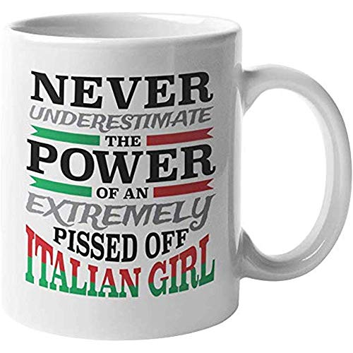 Mok onderschat nooit de kracht van een extreem geplukt Italiaans meisje. Grappige koffie thee cadeau mok voor Italianen vriendin zuster moeder tante stap zuster baas lady en vrouwen 11oz