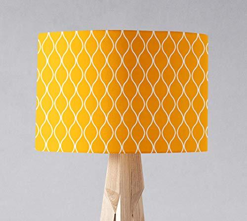 Gelber Lampenschirm mit weißem geometrischem Muster