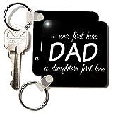3dRose Papá Sons primer héroe, hijas primer amor blanco–clave cadenas, 2,25x 2,25', Set de 2(KC 214395_ 1)