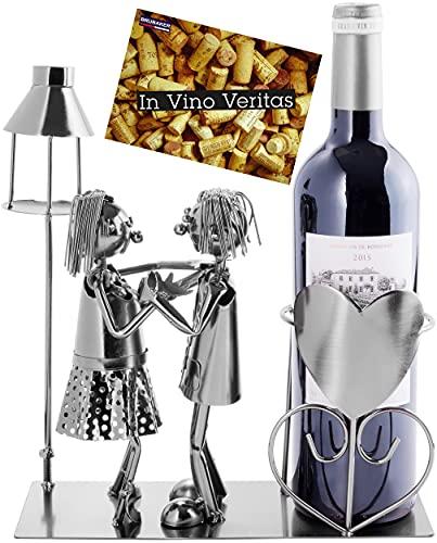 BRUBAKER Weinflaschenhalter Liebespaar mit Laterne für Teelicht - Metall Skulptur Flaschenständer - 26,5 cm - Wein Geschenk für Paare Paargeschenk - mit Grußkarte