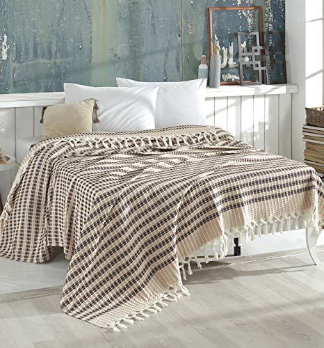Belle Living Waffle Tagesdecke Überwurf Decke - Wohndecke hochwertig - ideal für Bett und Sofa, 100% Baumwolle - handgefertigte Fransen, 220x250cm (Braun)