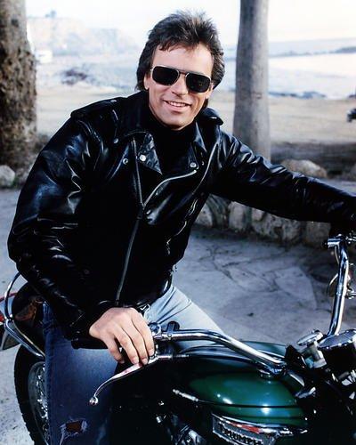 Richard Dean Anderson 14x 11Werbe Foto auf Fahrrad als MacGyver